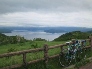 藻琴山の展望台から屈斜路湖