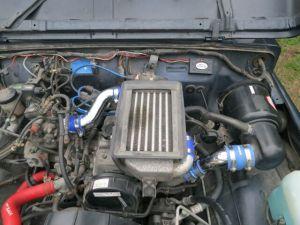 ジムニーのエンジンルーム