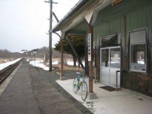 線路側に再利用された駅名の看板