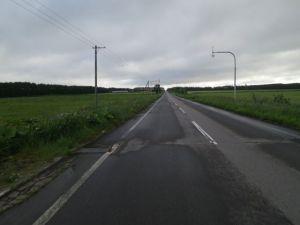 養老牛へ向かう真っ直ぐすぎる道w