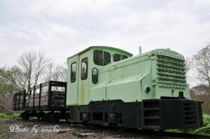 内燃機関車とミルクゴンドラ車