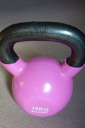 パープルピンクで色は可愛いが、実に重いw