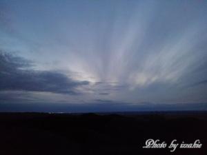 夕映えの釧路湿原から釧路の街明かりを望む