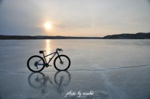 静寂に包まれる塘路湖の上