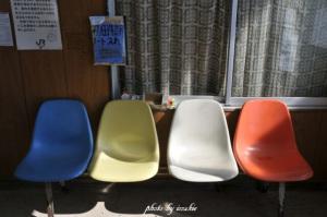 昭和なカラフル椅子