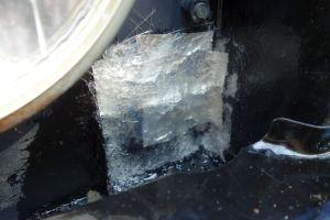 グラスファイバーにFRP溶剤を塗布