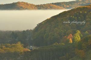 白い帯状の所が雲海霧の部分です