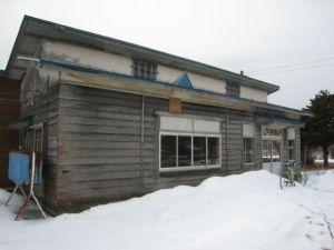 旧糸魚沢駅舎(国道側)