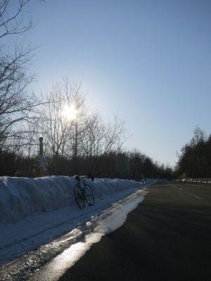 なかなか融けない雪の山www